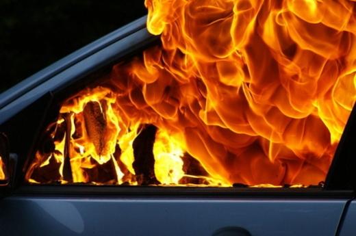 На Закарпатті вночі горіли автомобілі: стали відомі подробиці