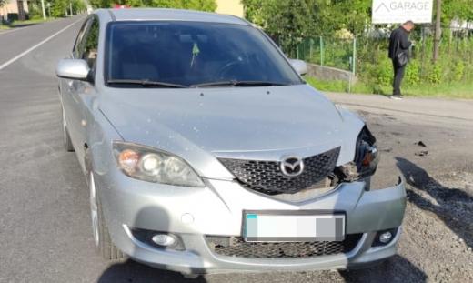 ДТП у Виноградові: внаслідок зіткнення одна машина опинилася в кюветі (ФОТО)