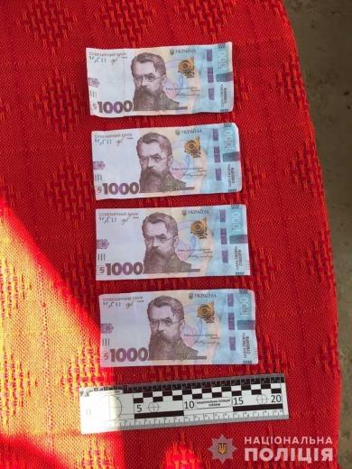 На Перечинщині жінка у магазині розрахувалась сувенірними купюрами номіналом 1000 гривень (ФОТО)