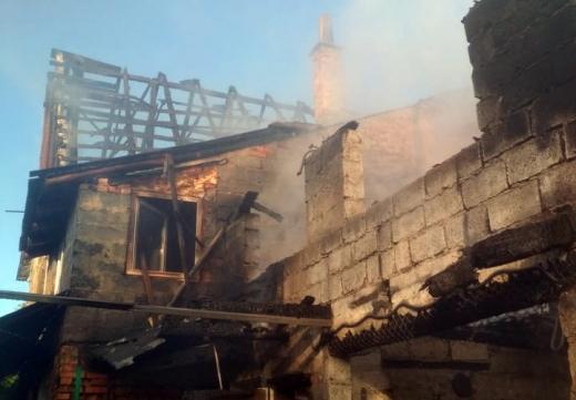 Значна пожежа виникла на території приватного господарства в Тячівському районі