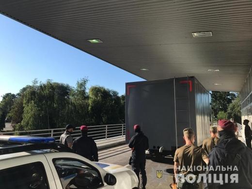 Перебували у міжнародному розшуку: двох іноземців екстрадували до Угорщини закарпатські поліціянти