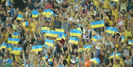 Уболівальникам дозволили відвідувати футбольні матчі в Україні