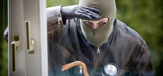 На Іршавщині чоловік через кватирку заліз у будинок родички і вкрав гроші та техніку