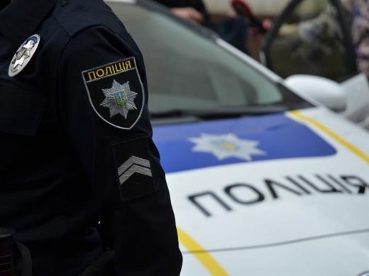 Ужгородські патрульні зупинили водія вантажівки, бетонна суміш із якої забруднювала проїзну частину