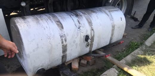 З бензобаків вантажівки на кордоні дістали понад 3 центнери бурштину
