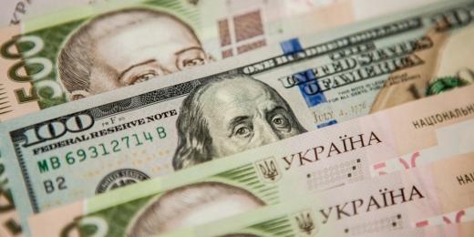 В Україні застиг курс долара, а євро стрімко дорожчає