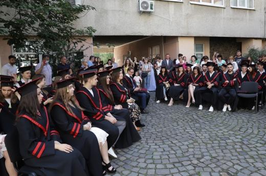 Бакалаврам одного з підрозділів УжНУ вручили дипломи