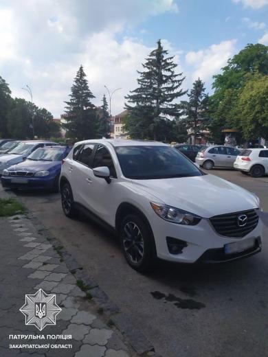 Ужгородські патрульні розшукують очевидців ДТП (ФОТО)