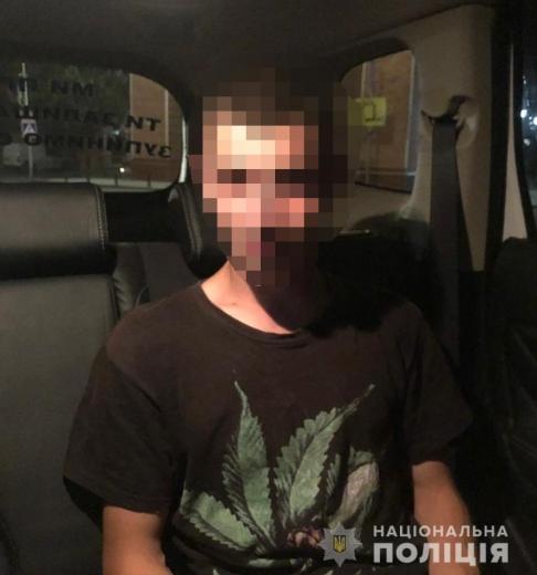 Закарпатські поліціянти виявили у молодика наркотики