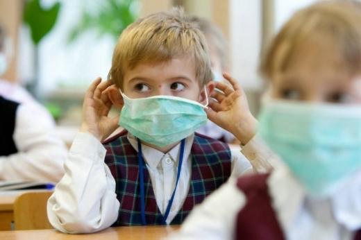 У МОН розповіли, хто має купувати маски та антисептики для шкіл