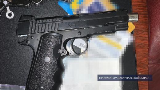 Напали на ювелірний магазин: закарпатським зловмисникам погодили підозру