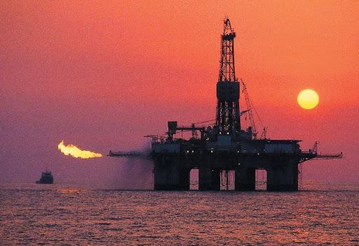 Кількість бурових для видобутку нафти і газу у світі за рік зменшилась більш, ніж удвічі