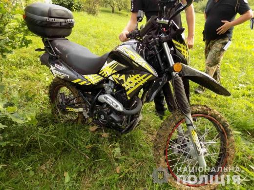 На Хустщині у киянина вкрали мотоцикл з парковки