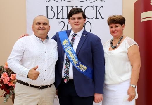 Медалі вручили в Ужгороді найуспішнішим випускникам