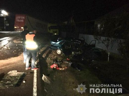 На Мукачівщині зіткнулись легкове авто і вантажівка - одна людина загинула