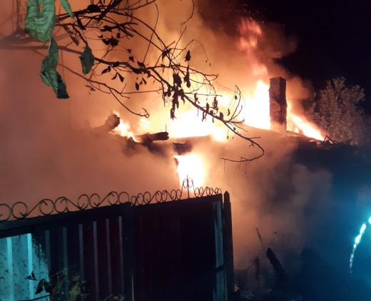 На Хустщині рятувальники більше шести годин госили пожежу у житловому будинку (ФОТО)