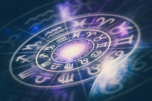 Гороскоп на 4 серпня: час нових ідей для Раків, Левів і Водоліїв