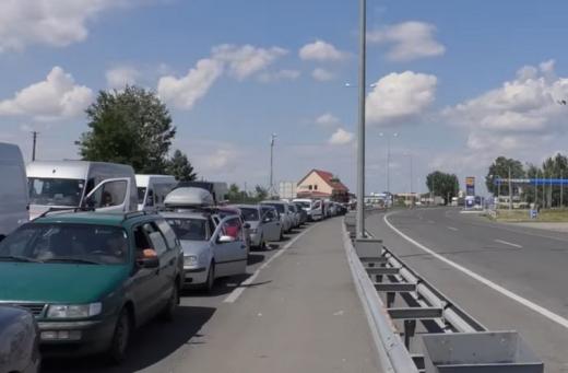 Черги із близько двома сотнями автівок утворилися на кордонах Закарпаття