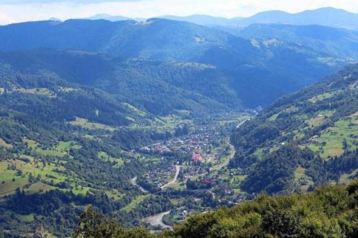 На гірському курорті на Рахівщині Укрзалізниця збільшила час стоянки потяга