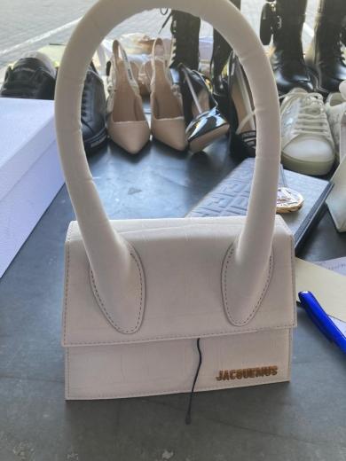 Одяг, взуття та сумочки: мешканець Черкас хотів перевезти незадекларовані брендові речі