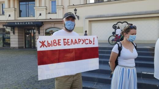 Ужгородці вийшли на акцію в підтримку білоруського народу (фотофакт)