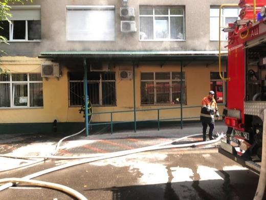 У Хустській районній лікарні через пожежу евакуювали 200 осіб (ФОТО)