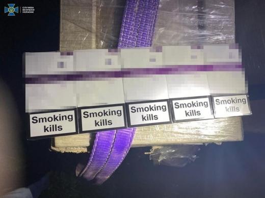 На Закарпатті викрили схему контрабанди цигарок, до якої причетний прикордонник (ФОТО)