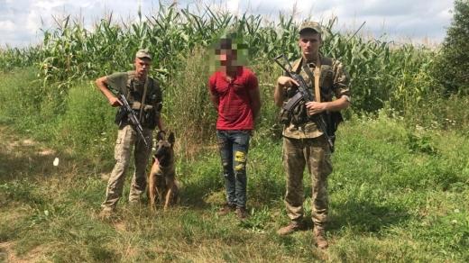 На Виноградівщині поблизу кордону затримали громадянина Румунії, якого підозрюють у вбивстві