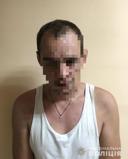 В Ужгороді 33-річний раніше судимий чоловік напав на перехожого і вкрав мобільний телефон