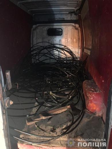 Крадіїв телефонного кабелю затримали поліціянти на Закарпатті