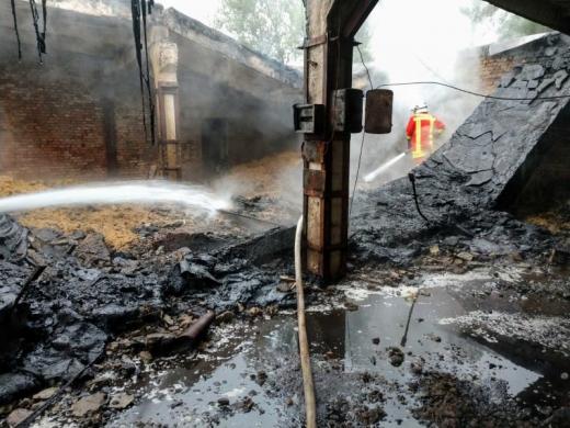 На Закарпатті загорівся цех із виготовлення паливних брикетів