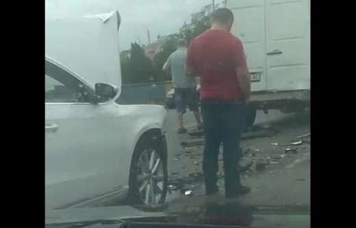 Аварія за участі чотирьох автівок сталася на Закарпатті: ВІДЕО