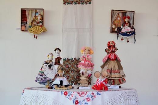 ІІ Всеукраїнська виставка ляльок триває в Ужгороді (фото)