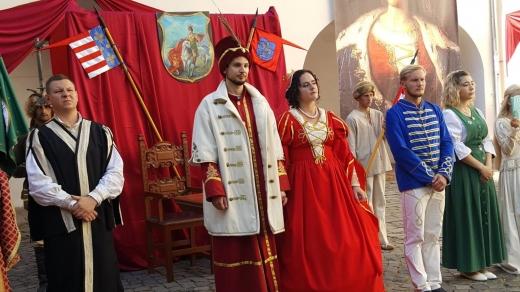 """У замку """"Паланок"""" відтворюють середньовічне весілля"""