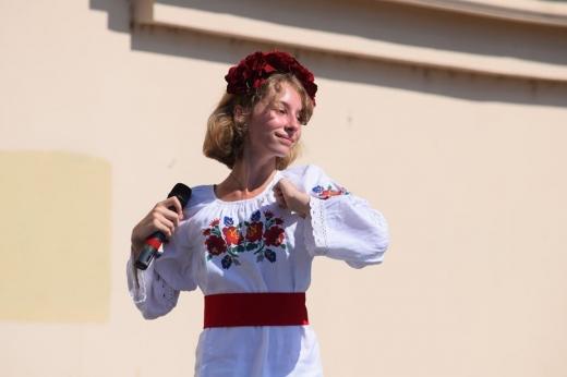 На площі Театральній талановиті ужгородці вітали Україну зі святом (ФОТО)