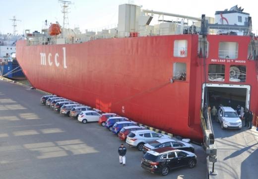 Імпорт легкових авто в Україну скоротився на третину