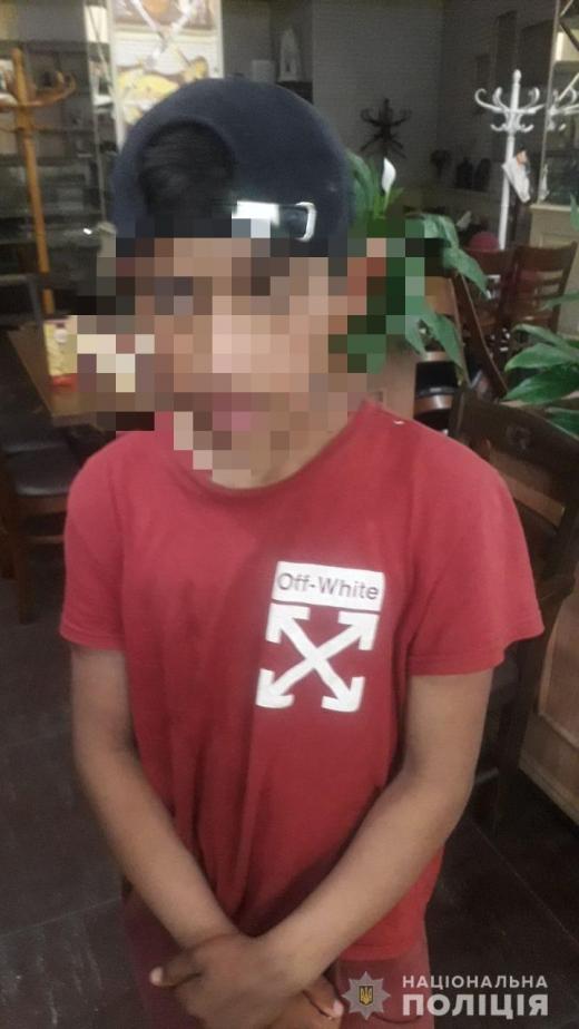 В Ужгороді неповнолітні вкрали всю виручку з каси магазину
