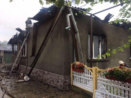 Закарпатські вогнеборці боролися з пожежею у житловому будинку