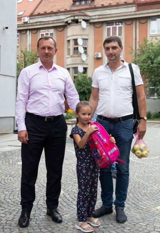 У рамках соціальної акції понад 60 ужгородських першокласників отримали шкільні ранці