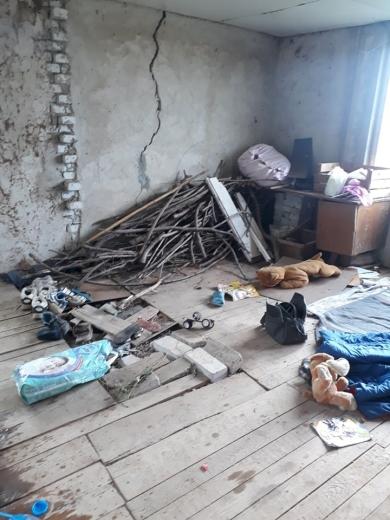 У Мукачеві молода мама з 4 дітьми живе на покинутій дачі