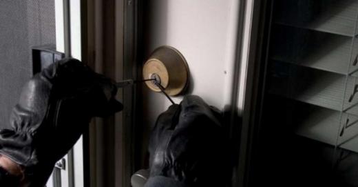 Викрали насос: закарпатські молодики пограбували приватний будинок