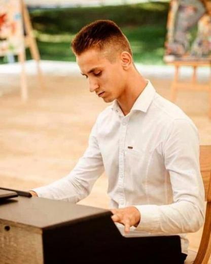 Ужгородський студент отримуватиме стипендію президента України