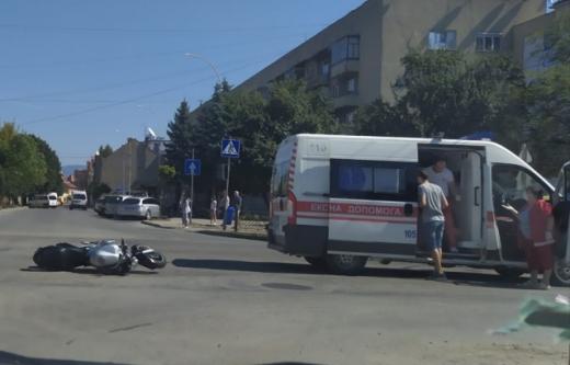 Через аварію в Ужгороді постраждав мотоцикліст: ФОТО інциденту