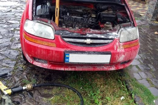 Ранкові пожежі на Закарпатті: у Мукачеві та Ужгороді палали автівки