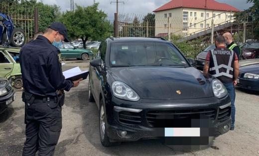 В Ужгороді поліція виявила елітну автівку, яку вкрали в Словаччині