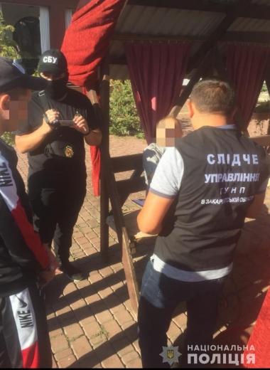 На Закарпатті на хабарі затримали начальника одного з відділів Держгеокадастру