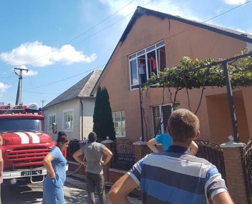 На Іршавщині горів двоповерховий житловий будинок (ФОТО)