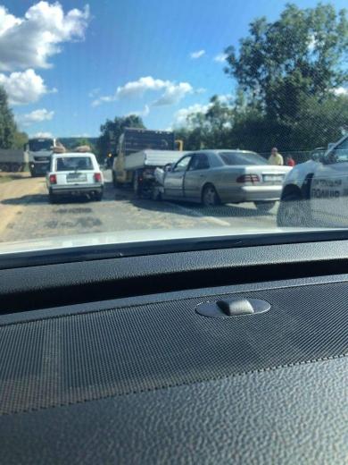 Іномарка врізалася у вантажівку на Закарпатті: ФОТО