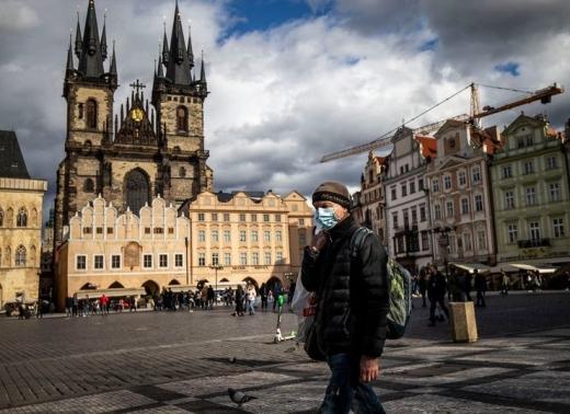 У столиці Чехії погіршення ситуації з COVID-19: посилюють масковий режим
