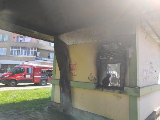 В Ужгороді горіла будівля автобусної зупинки